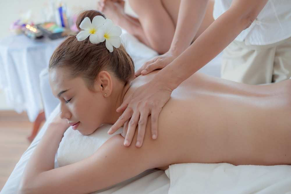 Woman recieves swedish massage